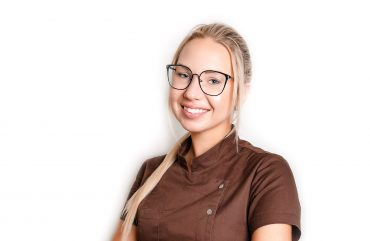Prie klinikos profesionalų komandos prisijungė gyd. odontologė Laura GUTAUSKAITĖ