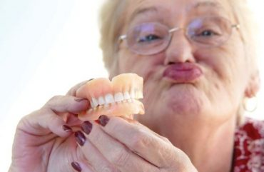 Dantų protezavimas: kokiais atvejais PSDF lėšomis jis kompensuojamas