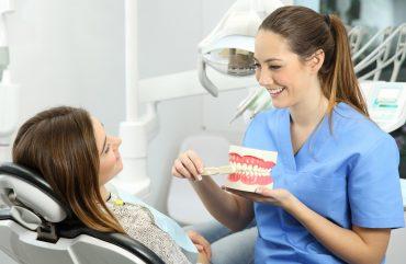 Profesionali burnos higiena: būtina nuo pirmo iki paskutinio danties